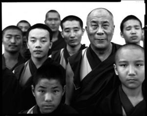 his-holiness-the-dalai-lama-and-monks-1998-richard-avedon