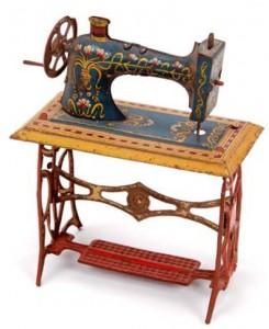 maquina-de-coser-jueguete-museo-del-traje