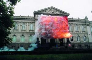 cai-guo-qiang-bandera-roja-2005