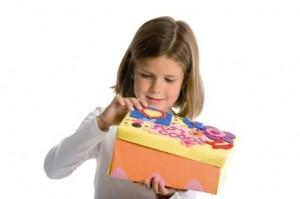 Foto Imaginarium niña caja
