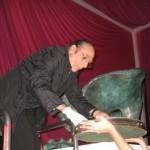 Miralda introduciendo objetos en la cápsula- Logopress