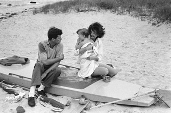 John F. Kennedy, Caroline Kennedy and Jacqueline Kennedy at Hyannis Port 1959 © 2012 Mark Shaw