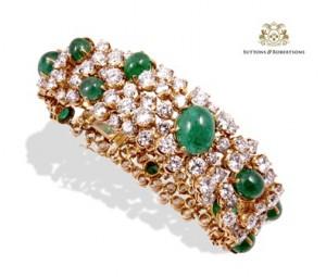 8. Elegante pulsera formada por esmeraldas talla cabujón y magníficos brillantes con un peso aprox. de 35ct.Joyas - Suttons & Robertsons