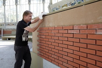 12-ROMAN ONDAK-Fotografia del artista trabajando en el proyecto