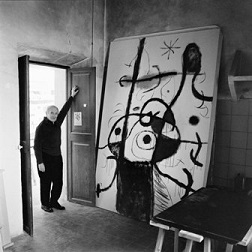 Joan Miró en su estudio en Son Boter_Fotografia de Josep Planas Montanyà_Cortesía Fundació Pilar i Joan Miró a Mallorca