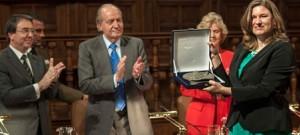 """El Rey entrega el galardón concedido a la Red """"Todos los Derechos para Todas y Todos"""" de México."""