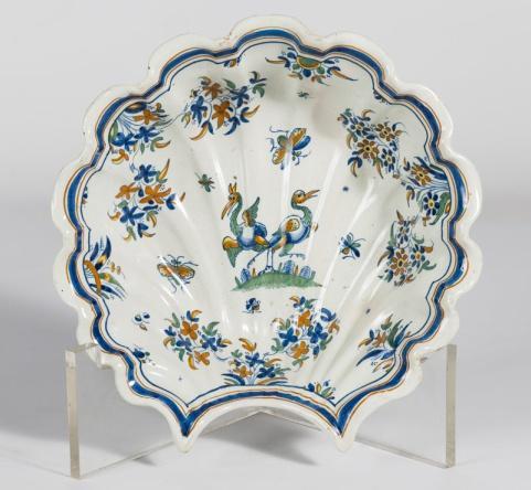 ART DECORUM Bacía de Alcora de la Serie Chinescos hacia 1735 - 1770