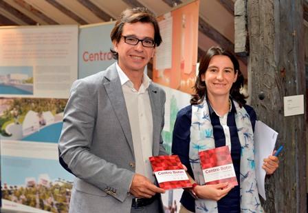 César Torrellas y Fátima Sánchez. Rueda programa  verano Jardines Pereda. fot Ayto.Santander 1