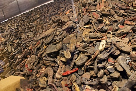 auschwitz-shoe-pile - copia