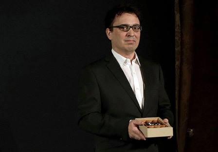 """GRA245. BARCELONA, 06/01/2015.- El escritor zamorano José C. Vales ha ganado esta noche la 71 edición del premio Nadal con su novela """"Cabaret Biarritz"""", durante la gala de la 71 edición del galardón que se concede esta noche en Barcelona. EFE/Alberto Estévez"""