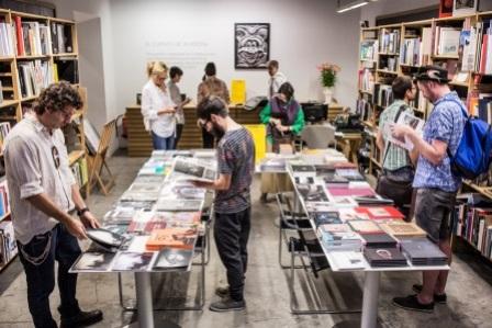 La Fábrica Photobook RevistaDeArte-Logopress