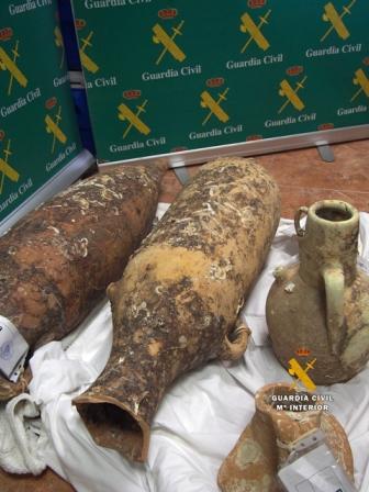 La Guardia Civil recupera ánforas I y II AC arqueología subacuatica