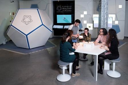 ERV3-grupo-personas-zona-explicativa low Espacio Virtual Fundación Telefónica