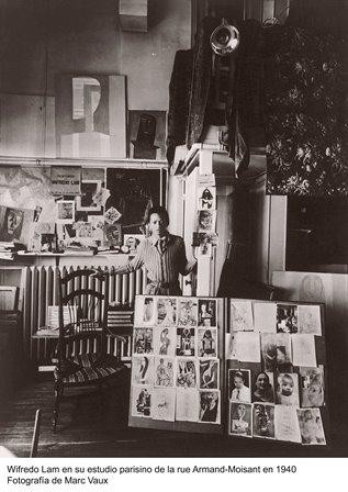WIFREDO LAM en su estudio de la rue Armand-Moisant