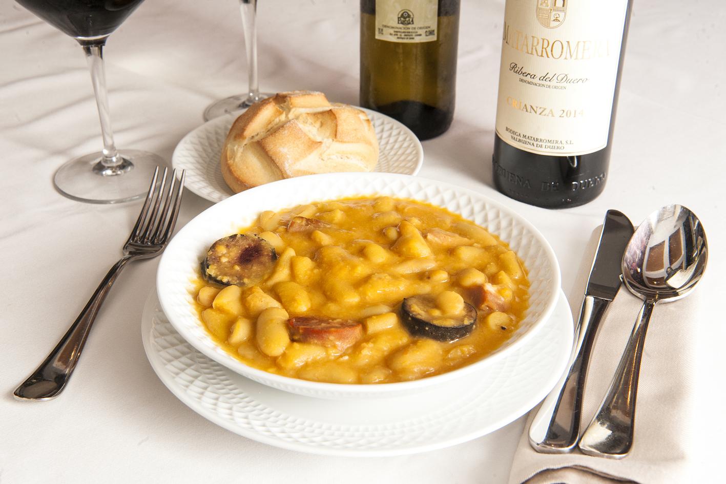 Homenaje a la cocina tradicional asturiana con fabes y for Cocina tradicional