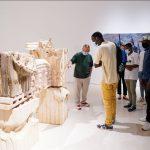 Miquel Barceló visita su exposición con un grupo de jóvenes © Museo Picasso Málaga